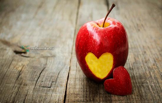 Фото-Яблоко с сердечком