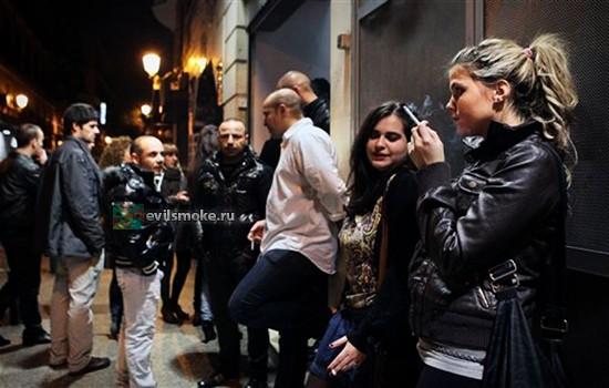 Фото - Испанская молодежь курит
