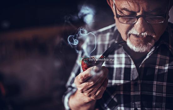 Фото - Дедушка курит