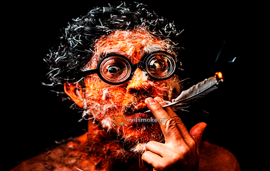 Фото - Человек курит перо
