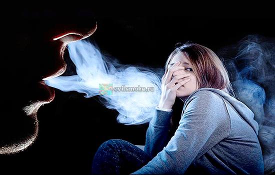Фото - Не курящая девушка и дым