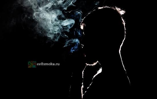 Фото - Курит в темноте