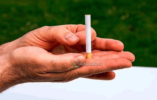Фото - Рука и сигареты