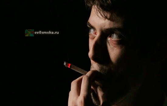 Фото - Нервно курит
