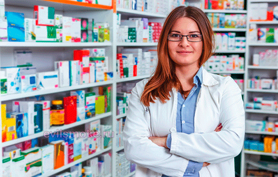 Фото - Фармацевт в аптеке