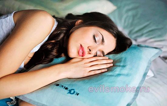 Фото - Девушка сладко спит