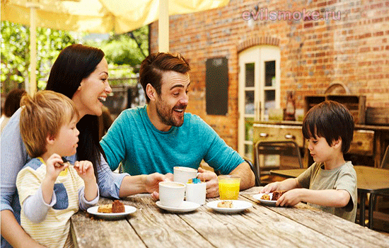 Фото - Семья за столом